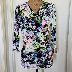️Ellen Tracy gathered front, floral pattern top